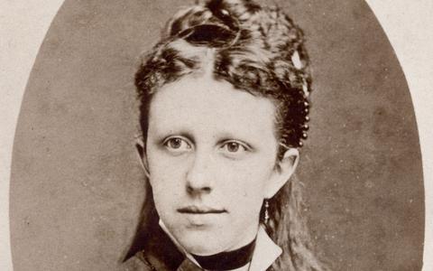 Kinderboekenschrijfster Nienke van Hichtum (1860-1939) staat ook in de vastenkalender van de Sint Vitusparochie.