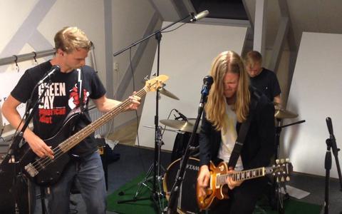 Livemuziek terug bij Even Wat Oars Café Radio Spannenburg