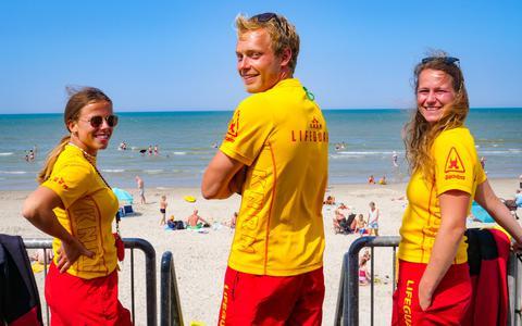 Deze lifeguards op Terschelling houden strandgangers in de gaten: 'Mensen onderschatten de kracht van de zee'