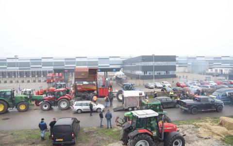 Boeren blokkeerden zaterdag het distributiecentrum van Lidl in Heerenveen