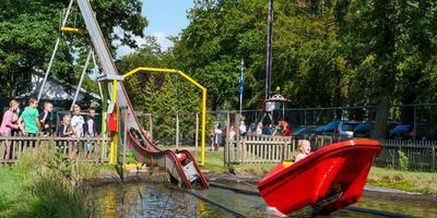 ,,No kin it noch'', dachten veel mensen deze week. Topdrukte in Sybrandy's Speelpark. FOTO LC/ARODI BUITENWERF