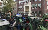 Boze boeren bezetten binnenstad Leeuwarden met trekkers
