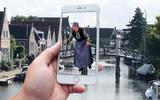 Wandelen met leuke weetjes: oog in oog met een virtuele Bonifatius in Dokkum