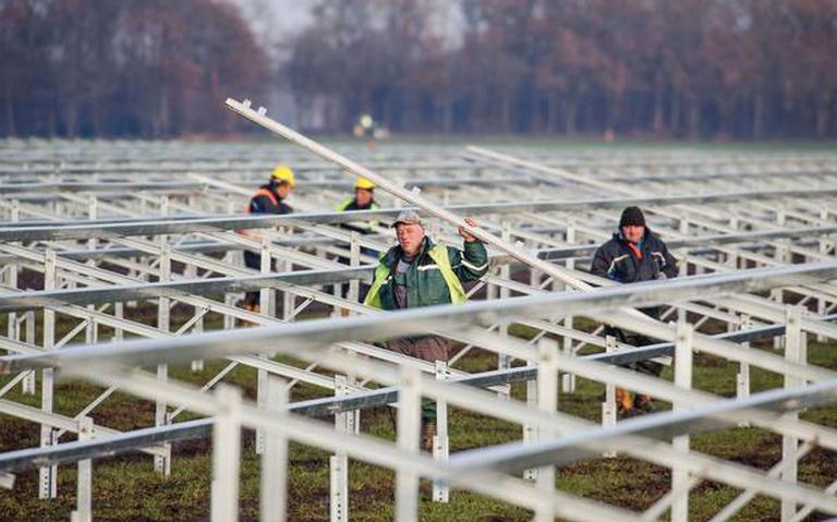 Lukraak zonneparken bouwen is er niet meer bij door krapte op het stroomtransportnet in Friesland