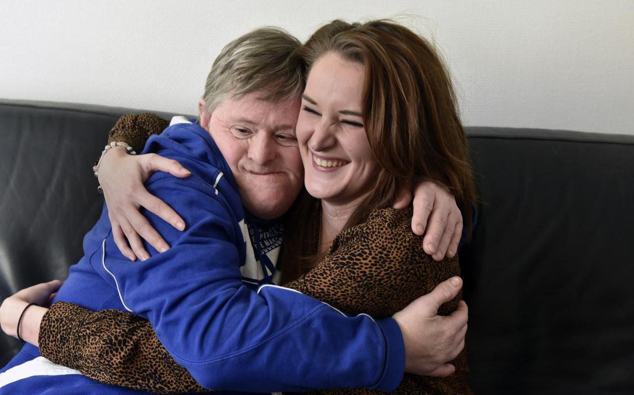 John Nagel en oomzegger Kelly.  Nagel is 56 en heeft het syndroom van Down.