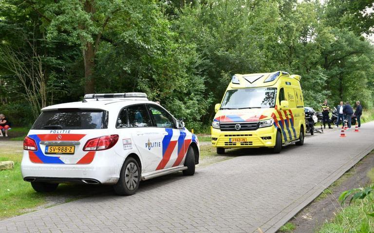 Fietsster gewond bij frontale botsing in Fochteloërveen.