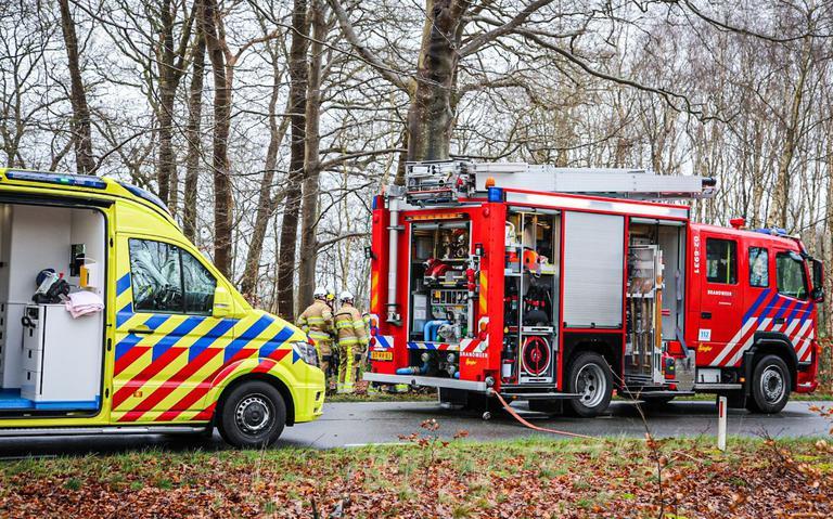 Bestuurder overleden na botsing met boom op Sweachsterwei onder Beetsterzwaag.