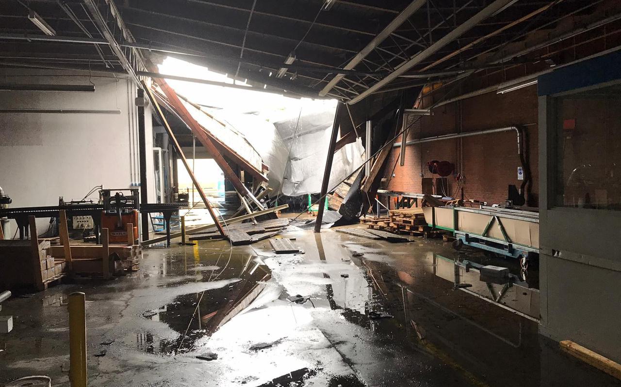 In het magazijn van Enitor Primo stortte een deel van het dak in na de zware regelval
