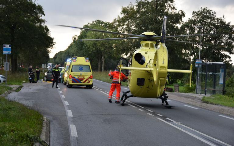Gewonde bij ongeval op N355 bij Jistrum, weg afgesloten.