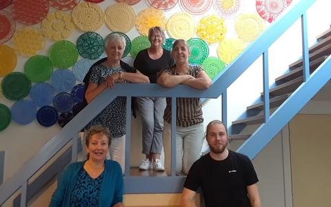 De leden van commissie Kunst in de Kerk vlnr Henny Procee, Anneke Veenstra, Wiepie Renkema, Rynette Leenstra en Gerke Procee