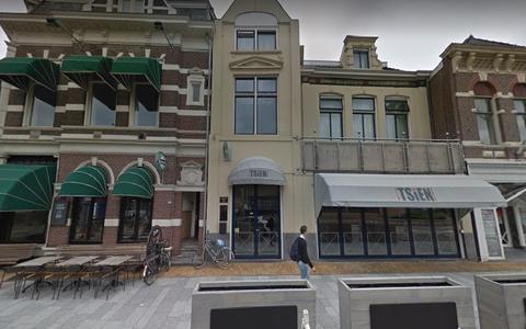 Grand Café Tsien aan de Stationsweg, door Google Streetview vastgelegd in september 2018.