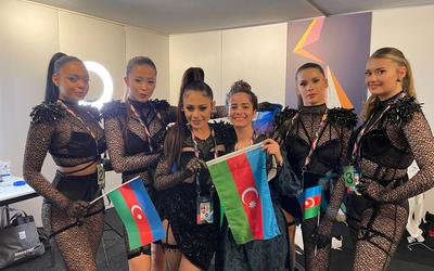 Melina (midden) met de Azerbeidzjaanse deelnemers.