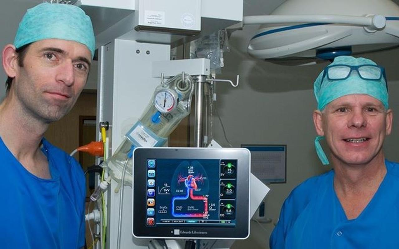De anesthesiologen Paul van Beest (links) en Tammo Brouwer.