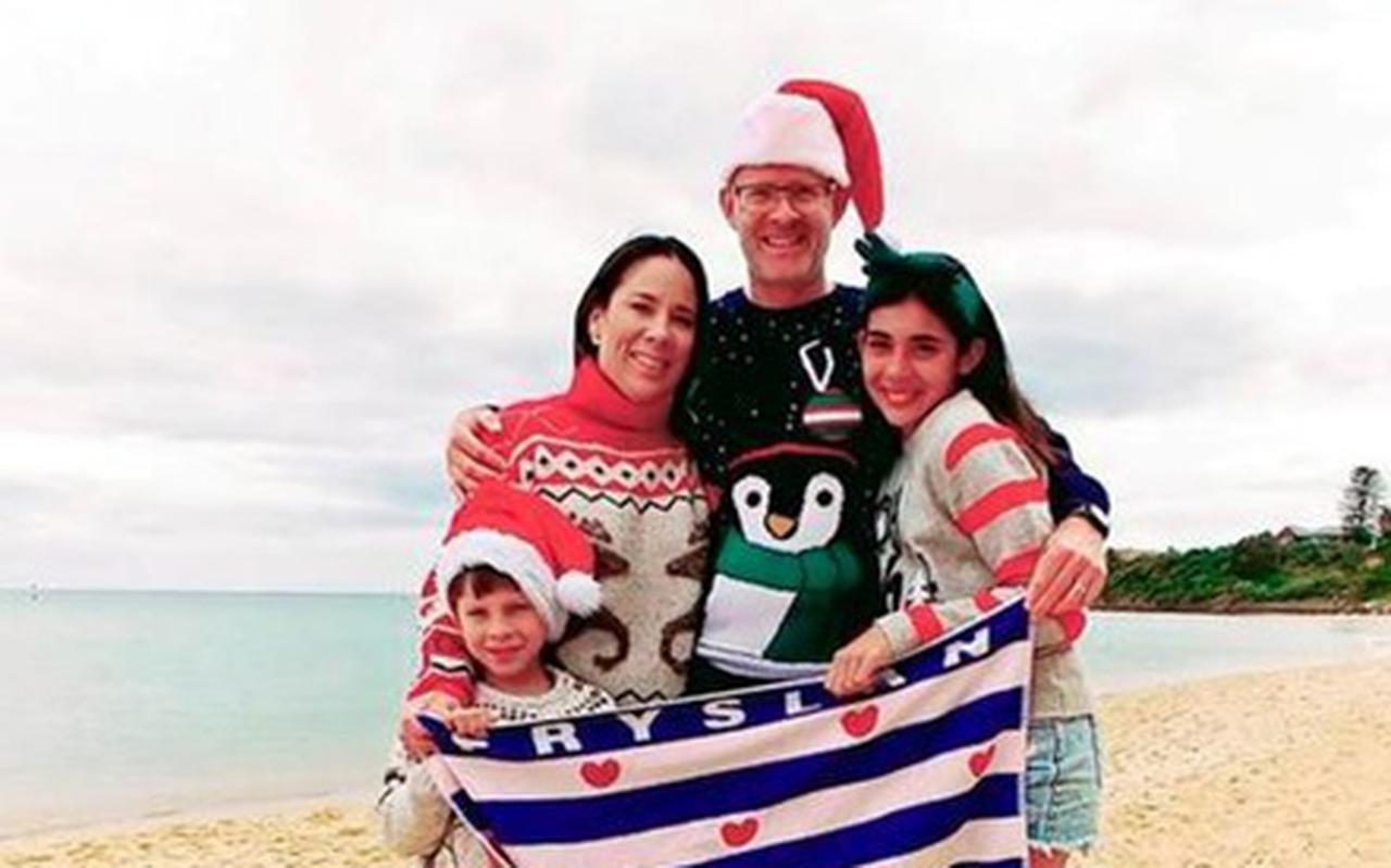 Tjitte Weistra met zijn vrouw Doriana, dochter Isabella en zoon Tiago tijdens de laatste decemberdagen op het strand bij Mornington. EIGEN FOTO