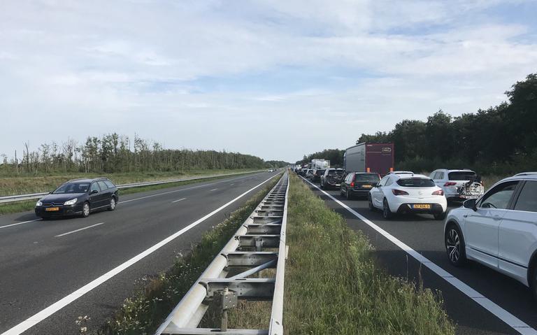 Ongeval tussen camper en vrachtwagen zorgt voor grote problemen tussen Wolvega en Steenwijk.