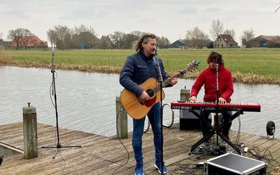 Syb van der Ploeg (links) en Wiebe Kaspers vertolken 'De koning van de weide'.