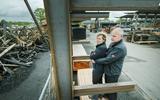 Een week na de brand in Noardburgum is er bij Van der Wal met veel hulp een hoop gebeurd. 'Je binne alles kwyt, mar wy krije safolle leafde'