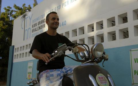 De omzwervingen van horecaman Julian Artz (37): van afwasser in Sneek naar interimmer op Bonaire