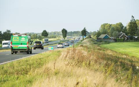 De Sintrale As tussen Dokkum en De Westereen. Hier de faunapassage bij De Falom.