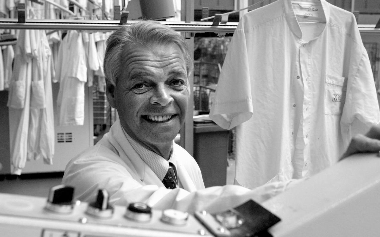 Directeur Tom Mulder in 2002 in de wasserij van Rentex Floron in Bolsward.