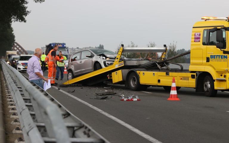 Flinke file door ongeluk op N7 bij Sneek.