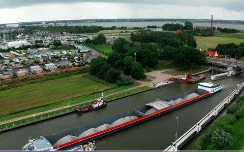 Bekijk hier dronebeelden van het langste vrachtschip dat ooit over het PM-kanaal voer