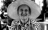 Jacoba Hanenburg (91), in broek naar de kroeg