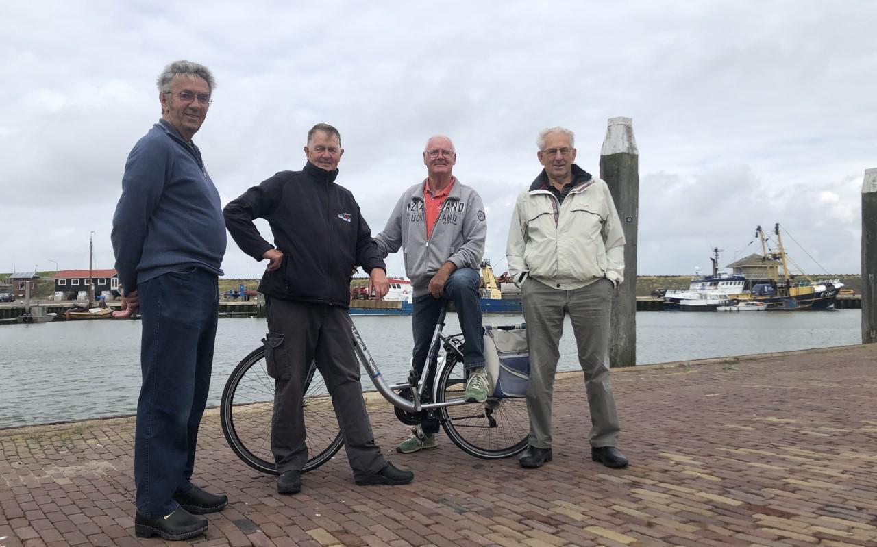 V.l.n.r. Theo Engel uit Hippolytushoef en Leo Tijsen, Frans Visser en Nan Willeboordse uit Den Oever.