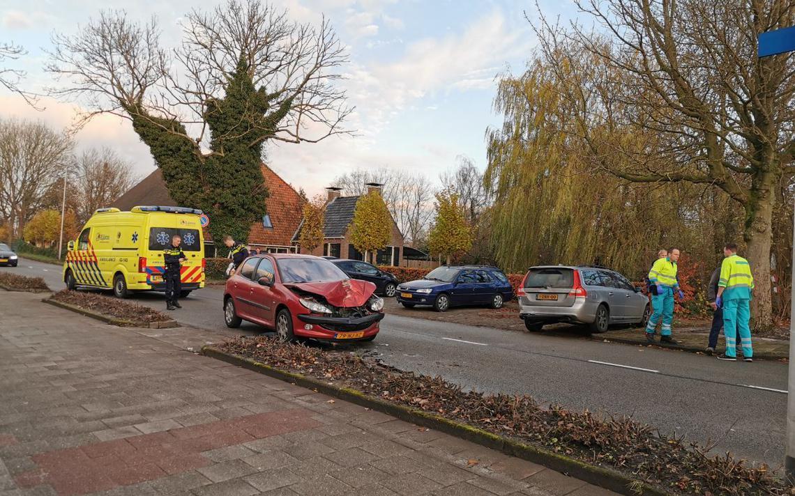 Veel schade door kop-staartbotsing op Lekkumerweg Leeuwarden.