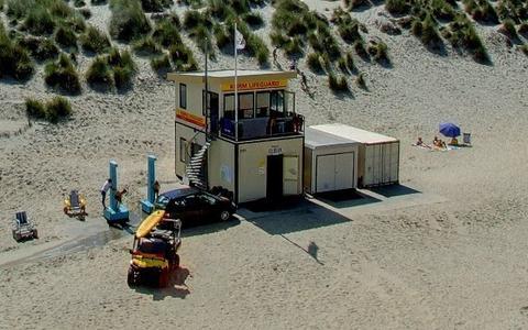 Altijd al een strandbewakingshuisje willen hebben? Dat kan: 'Baywatch-huisjes' Ameland te koop