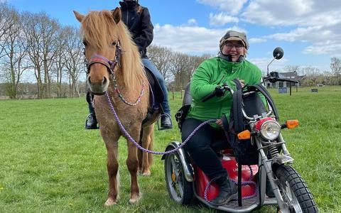 """Het paard dat al zoveel vreugde heeft gegeven en waar Annemarie dus ook mee """"rijdt""""."""