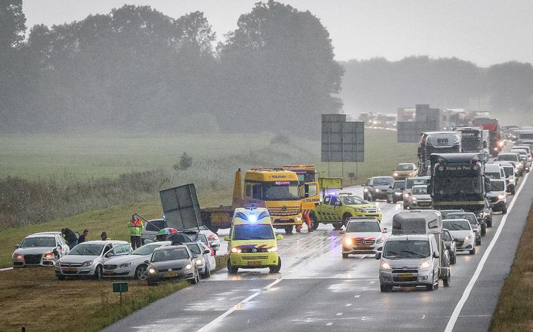 Meerdere autos in botsing op A7 bij Terwispel: weg weer vrij.