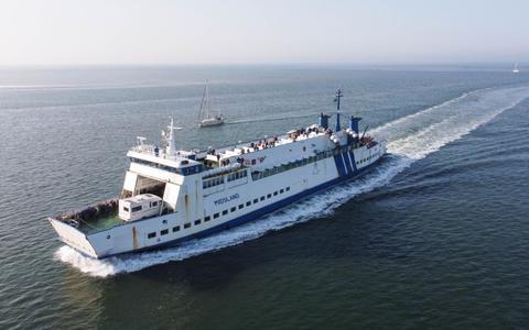 Rederij Doeksen verkoopt veerboot Midsland aan Griekse reder en ziet snelle boot Koegelwieck uitvallen door brand