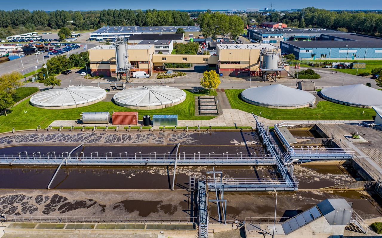 De rioolwaterzuivering in Heerenveen moet voor 27 tot 38 miljoen euro drastisch worden opgeknapt wegens brandonveiligheid en lekkage in twee slibbassins.