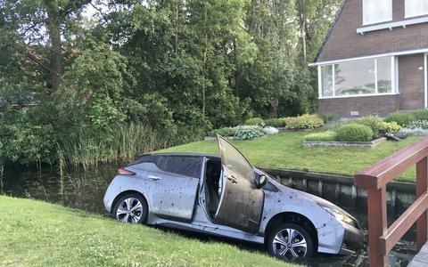 Automobilist strandt in sloot Hommerts