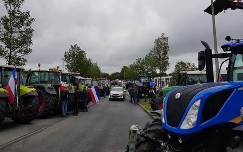 Boze boeren breken protest bij Albert Heijn af na ultimatum gemeente: 'Ons punt is gemaakt'