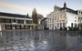 Heerenveen pakt gladde bestrating in centrum aan en verwijdert als proef kauwgum van straat
