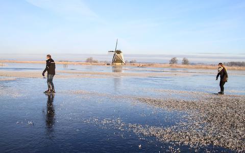 Kunnen we binnenkort schaatsen op natuurijs? Die kans zit er in, maar wanneer is de ijsvloer dik genoeg?