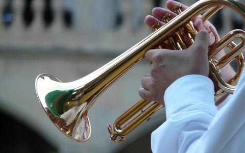 Muzieksector kan los, maar zangers en blazers moeten wachten