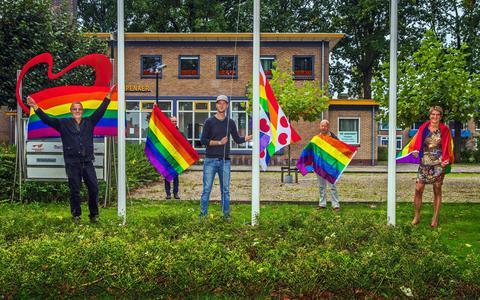 Regenboogbelang Heerenveen, met in het midden voorzitter Evert Haagsma.