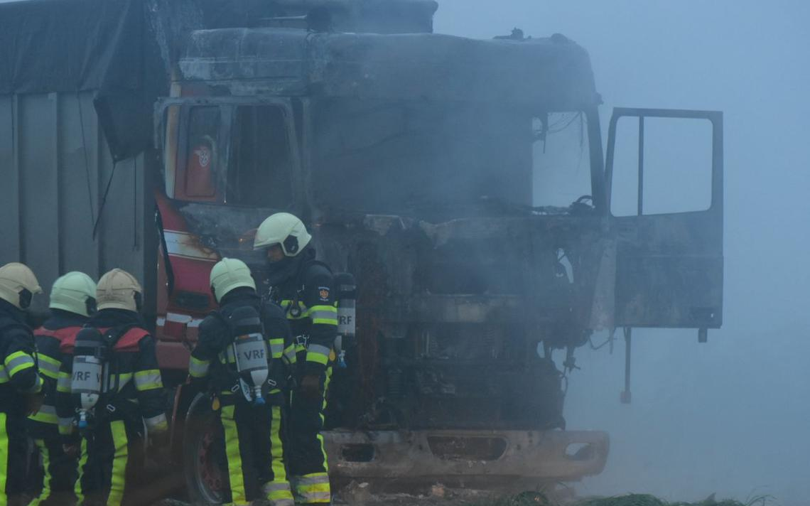 Vrachtwagen afgebrand in Echtenerbrug - Leeuwarder Courant