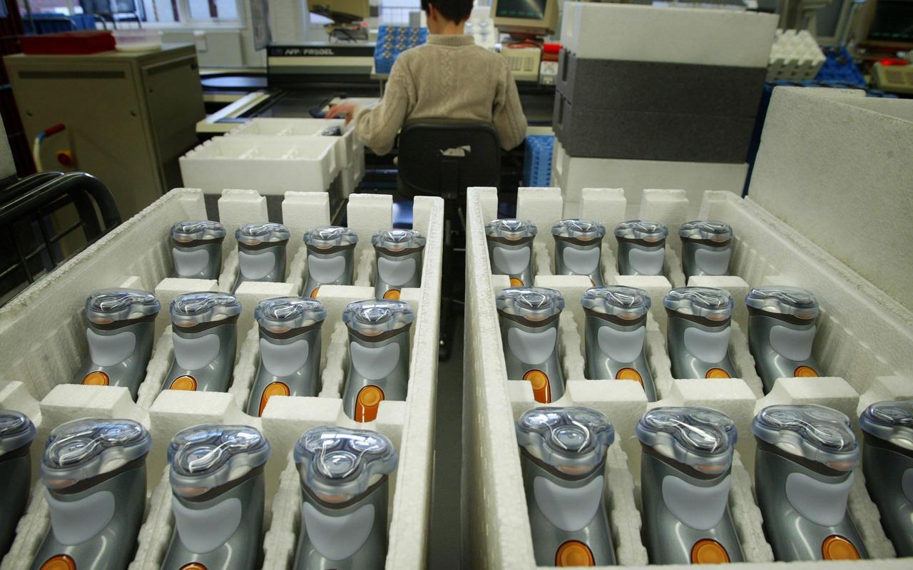 Bij Philips in Drachten vindt de productie van scheerapparaten plaats.