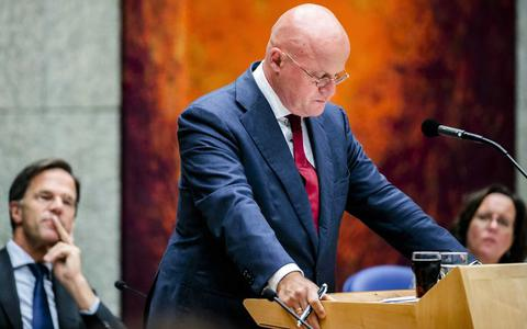 Minister Grapperhaus treedt niet zelf af om rel rond bruiloft