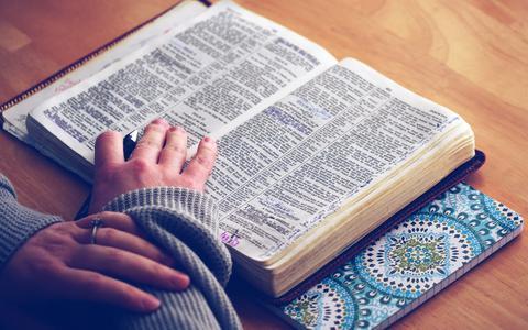 Een frisse blik op het goddelijke: theoloog Albert Althuis beschrijft religie in boek nu als een vorm van denken en leven