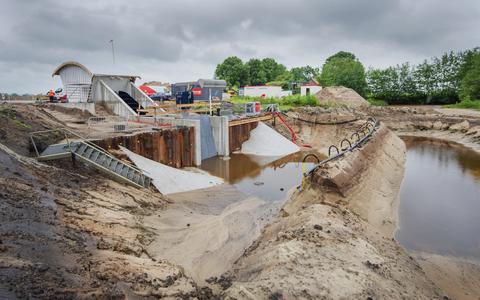 Wetterskip Fryslân bezit meer gemalen dan andere waterschappen. Aan de Slachtedijk bij Ryptsjerk wordt hard gebouwd aan een nieuw poldergemaal.