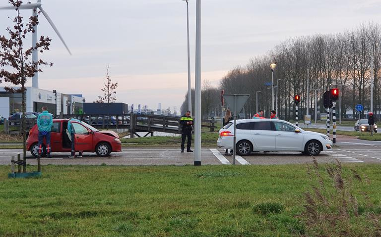 Twee gewonden na kop-staartbotsing in Leeuwarden.