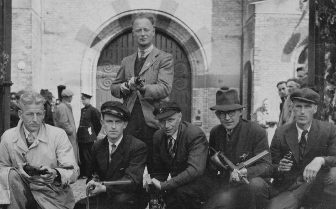 Knokploeg met staand in het midden Gerard Reeskamp