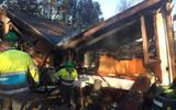 Brand verwoest woonwagen in Joure: papegaai dood, hond vermist