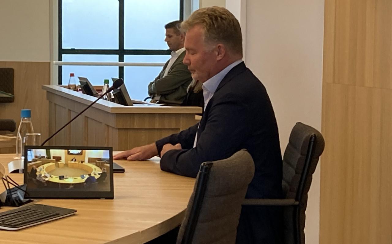 Gemeentesecretaris Pieter Zondervan van Súdwest-Fryslân tijdens het openbare verhoor van de raadsenquête over Empatec