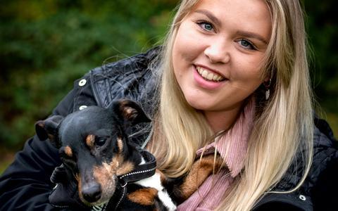 Drie jaar geleden overleed de moeder van Nanda (25), nu helpt ze andere jongeren online met rouw